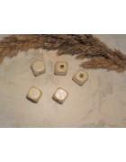 Бусины кубики деревянные кремовые. 10 мм