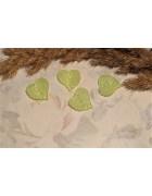 Бусины пластиковые листики зеленые 15 мм