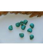 Бусины каменные говлит в форме черепа голубые