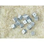 Бусины пластиковые полосатики квадратные бело-черные