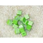 Бусины пластиковые полосатики квадратные бело-зеленые