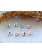 Бусины с буквами латинскими пластик белые круглые. Цветные буквы