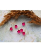 Бусины пластиковые квадратные прозрачные 7 мм. Ярко-розовые