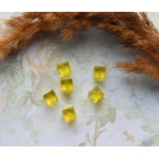 Бусины пластиковые квадратные прозрачные 7 мм. Желтые