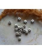 Бусины с буквами латинскими пластик серебристые квадратные