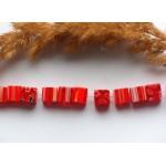 Стеклянные бусины красные квадратные 8 мм