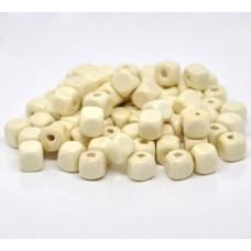 Бусина деревянная кубик кремовый 10 мм
