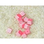 Бусины пластиковые полосатики квадратные бело-розовые