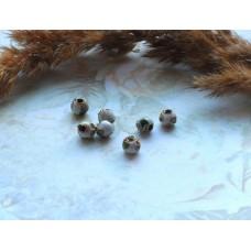 Бусины металлические с эмалью белые 5 мм
