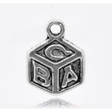 Подвеска металлическая Кубик с буквами 13*10 мм. Цвет черненое серебро