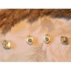 Подвеска металлическая Сердце золотистая со стразом 8*6 мм