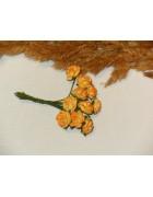Розы из прессованной бумаги желто-оранжевые
