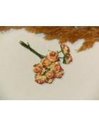 Розы из прессованной бумаги желто-коричневые