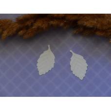 Листья из плотной бумаги тисненые белые. 30*18 мм